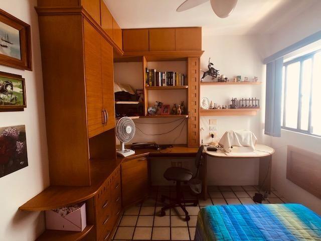 Apartamento Beira-mar 4 quartos, 2 suítes e 3 vagas, super conservado - Foto 10