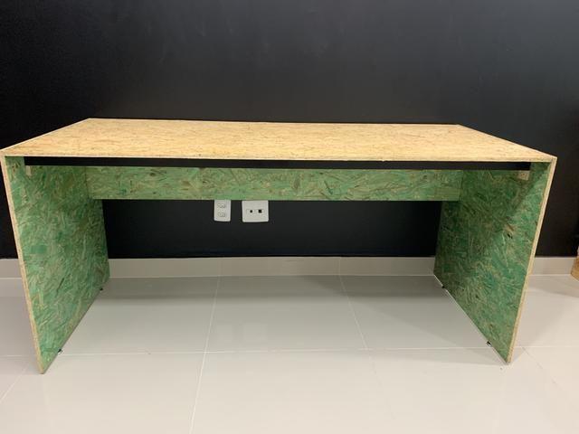 Mesa de madeira sustentável (duas)
