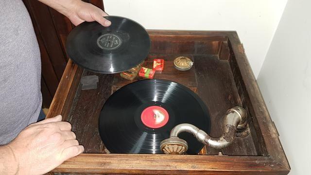 Vitrola Grafonola RCA Victor à Manivela - Foto 2