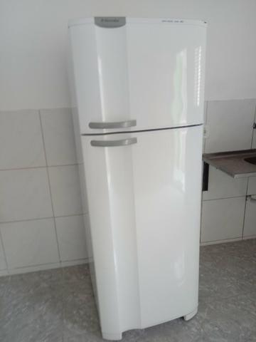 Vendo uma geladeira eletrolux - Foto 6