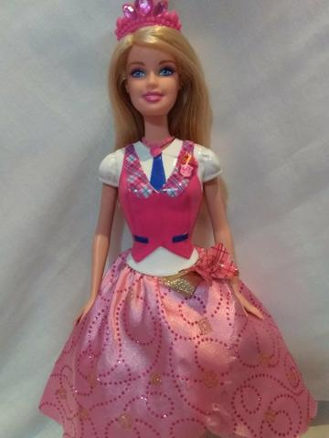 Boneca barbie filme escola de princesas