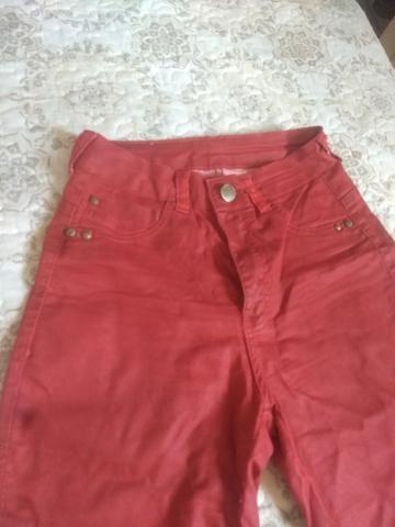 Calça jeans vermelha - Foto 2