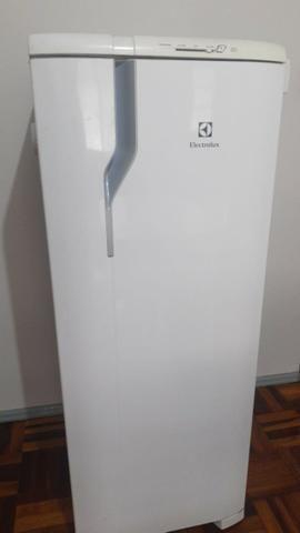 Refrigerador Electrolux 240 litros
