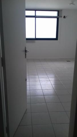 Sala com garagem, para locação no Bairro Kobrasol