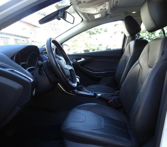 Ford Focus Titanium C/ Teto Solar 2.0. Branco 2016/17 - Foto 12