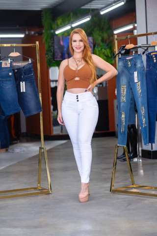 Calça Branca Fênix Brasil Com Modelagem Empina Bumbum.