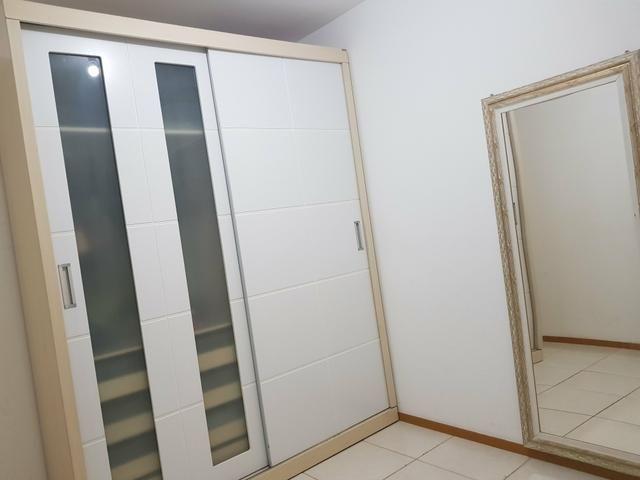 Alugo quarto mobiliado p mulher e - Foto 2