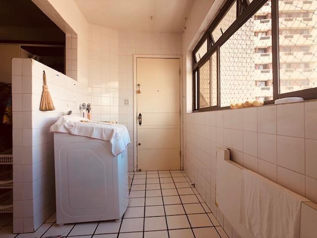 Apartamento Beira-mar 4 quartos, 2 suítes e 3 vagas, super conservado - Foto 16