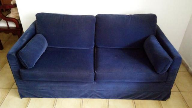 Sofás semi-novos ( 01 azul e 01 preto )