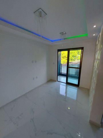 Apartamento nos BANCÁRIOS, com varanda, 2 quartos 1 suite, Próx.Colégio GEO  - Foto 2