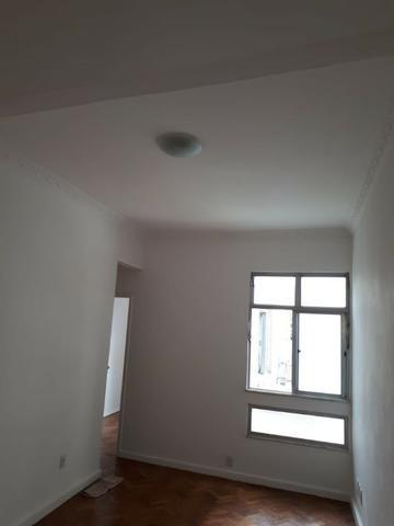 Quarto e sala com dependências na Tijuca