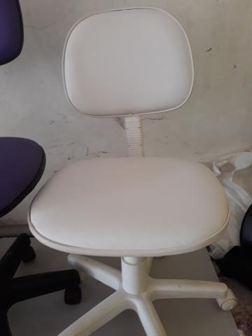 Cadeira secretaria na cor branca