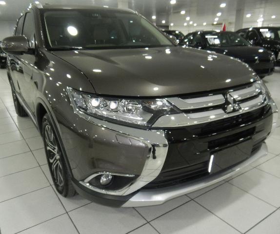 Mitsubishi Outlander 2.2 Diesel Top de linha 7 Lugares Couro Bege Xenon Teto - Foto 6