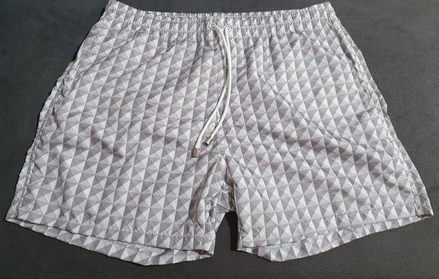 Shorts moda praia estampado cinza - Foto 2