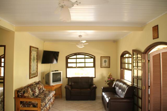 Aluguel Temporada casa Itapoá SC* p/ 30 pessoas. piscina 9 quartos, 6 banheiros, cozinhas  - Foto 4