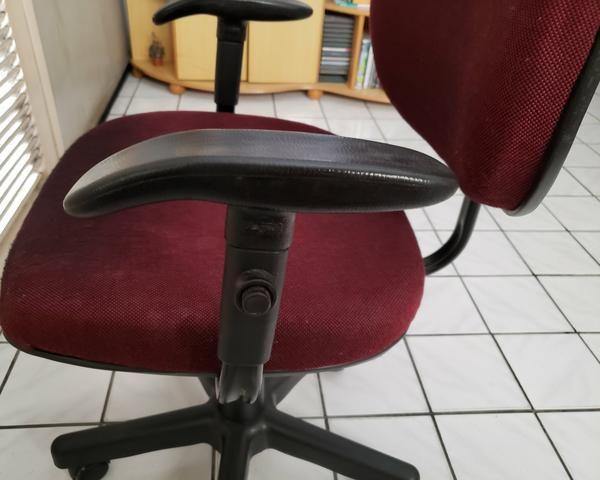 Cadeira para escritório giratoria com ajuste de altura e braços - Foto 3