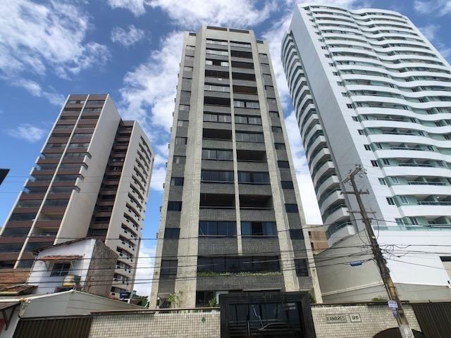 Apartamento Beira-mar 4 quartos, 2 suítes e 3 vagas, super conservado - Foto 19