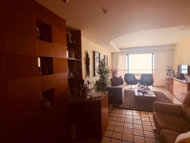 Apartamento Beira-mar 4 quartos, 2 suítes e 3 vagas, super conservado - Foto 4