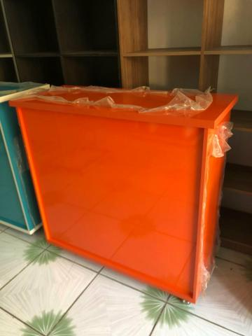 Balcão de atendimento laranja abobora laqueado