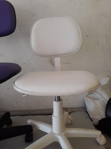 Cadeira secretaria na cor branca - Foto 3
