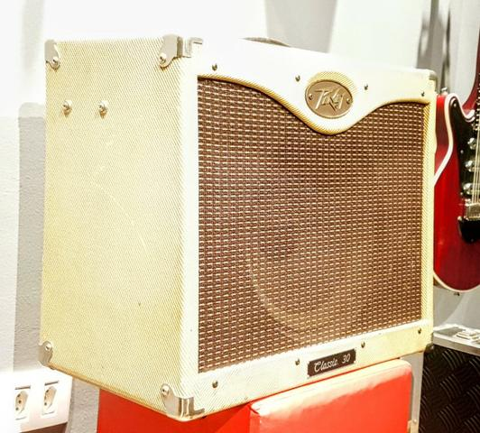 25469709146eb Peavey Classic 30 - Amplificador Valvulado - Impecável ...