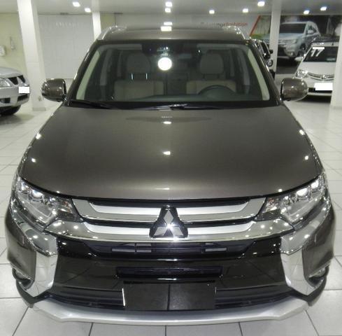 Mitsubishi Outlander 2.2 Diesel Top de linha 7 Lugares Couro Bege Xenon Teto - Foto 4