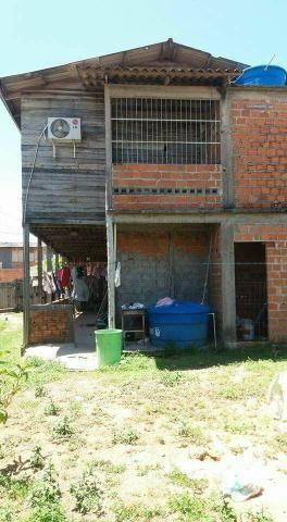 Vendo uma casa,contém duas kit net em baixo,bairro muca