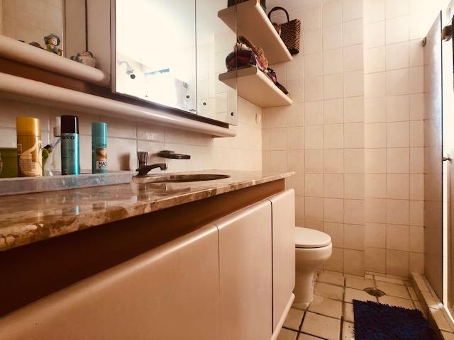 Apartamento Beira-mar 4 quartos, 2 suítes e 3 vagas, super conservado - Foto 8