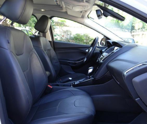 Ford Focus Titanium C/ Teto Solar 2.0. Branco 2016/17 - Foto 13