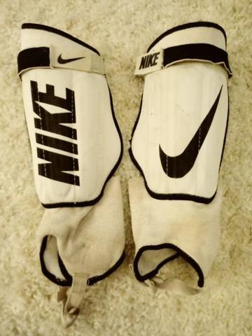 945152f713ae1 Caneleira com tornozeleira Nike original - Esportes e ginástica ...