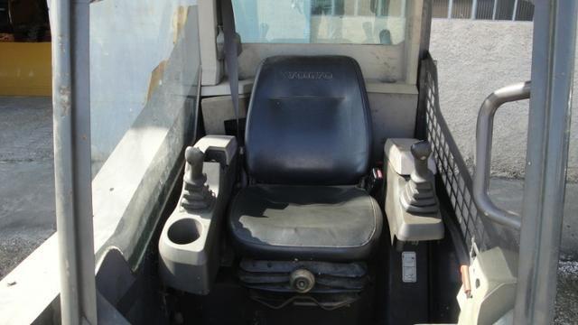 Minicarregadeira Volvo MC-70C - 2012 - Foto 3