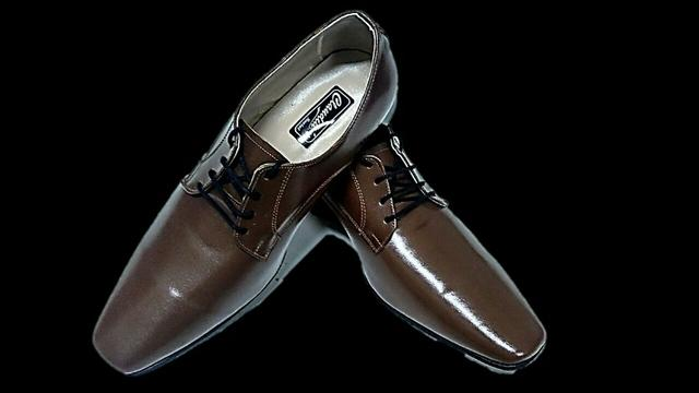 6e07b307cc Sapato Social Masculino Claudiu´s - Couro Natural ou Verniz - Várias Cores  (Bico Quadrado)