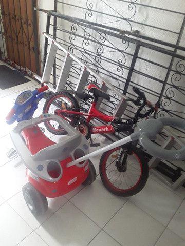 Carrinho de bebê e bicicleta pouco usados - Foto 2