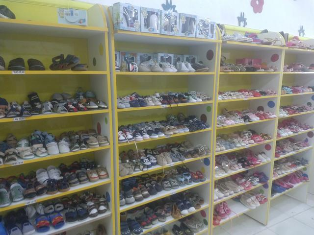 Compre venda ou troque roupas acessórios calçados brinquedos infantis - Foto 6