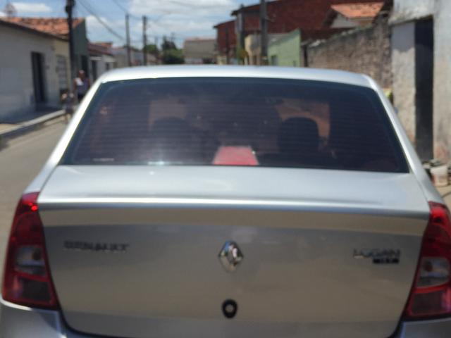 Renault Logan 2011 bem conservado. Completo, pneus novos