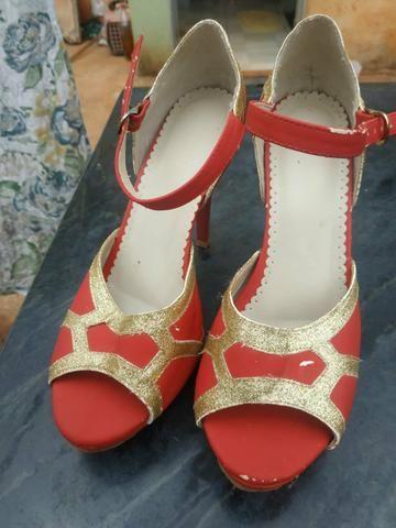 Sandálias de Salto usadas ( 25 reais cada par) - Foto 3