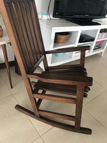 Cadeira de balanço de madeira usada - Foto 2
