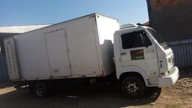 Vendo caminhão com ar condicionado