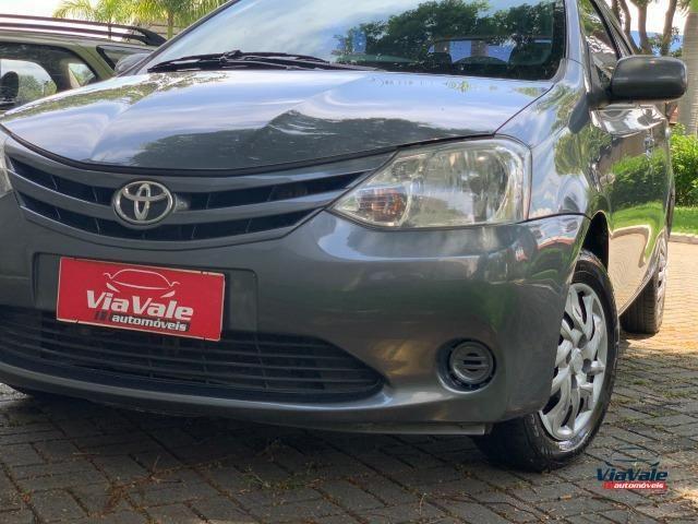 Toyota Etios 2013 1.3 HB XS 16V Flex 4P/ Ar Condicionado/ Completo