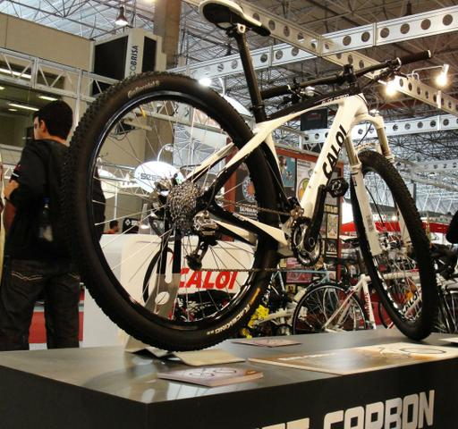 Bike Caloi Elite Carbon Aro 29