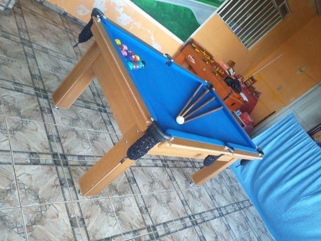 Mesa Tentação 1,93 x 1,18 Cor Cerejeira Tecido Azul Mod. HPGA6151