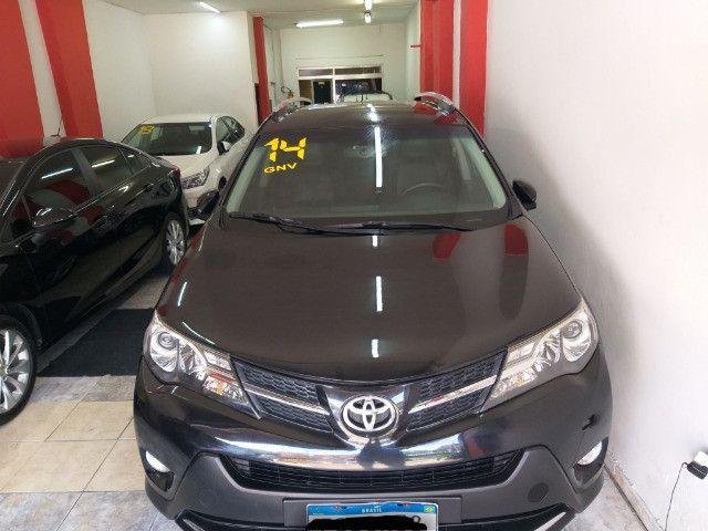 Toyota RAV4 Top 4X4 GNV troco e financio aceito carro ou moto  - Foto 5