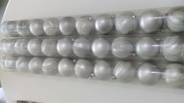 Bolas de Natal Prata com glitter 2 tubos por 10,00 - Foto 2