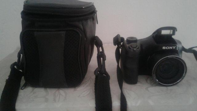 Vendo câmera digital semi proficional sony - Foto 2