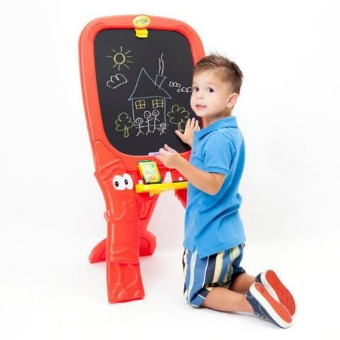 Lousa Infantil Crayola Dupla Face um Lado Giz Outro Caneta - Foto 4