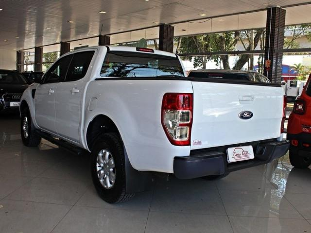 Ford Ranger 3.2 V6 XLS CD 4P - Foto 2