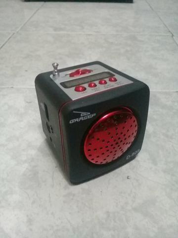 Vendo esta caixinha de som D-909