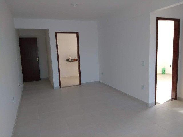 Apartamento à Venda com 2 quartos,sendo 1 suíte, 1 vaga e 72m² por R$ 210.000 - Foto 2