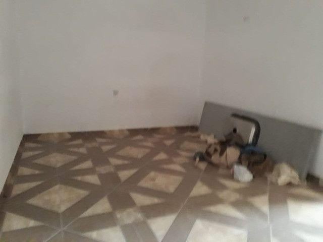 Casa 3 cômodos Jd Tarumã. Incluso água, luz, IPTU e garagem pra 2 carros pequenos. - Foto 6