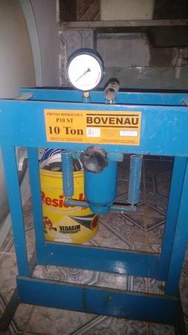 Máquina de vassoura com prensa hidráulica